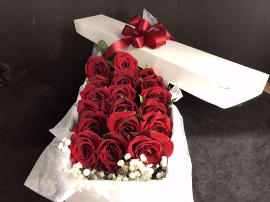 Picture of 18 Red Grande Roses